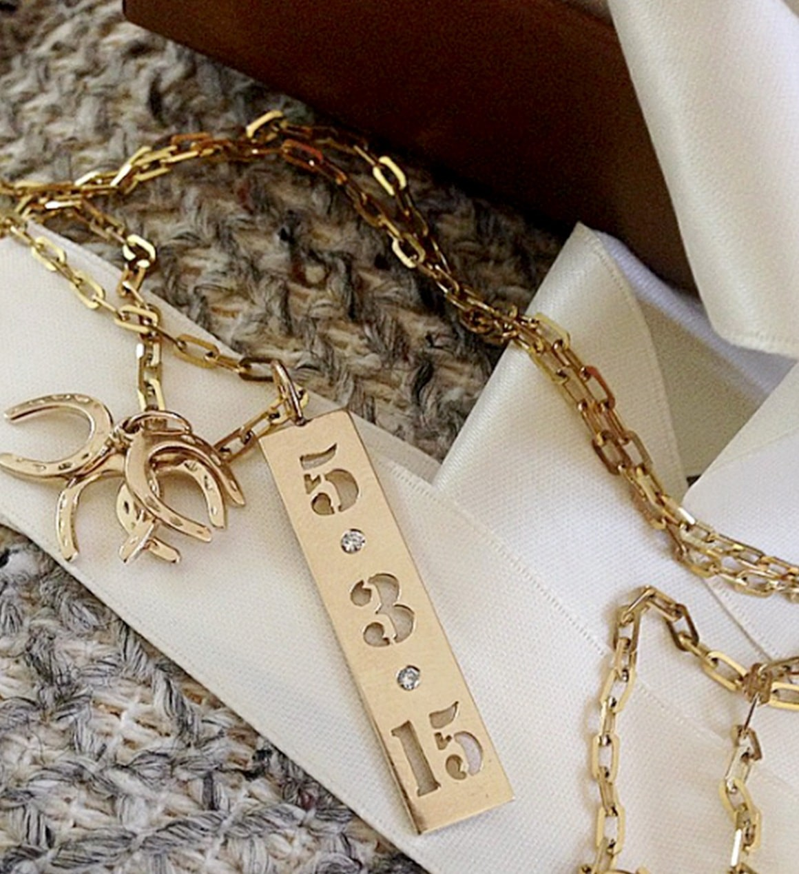 5 Clues to Help Identify the Date of Jewelry